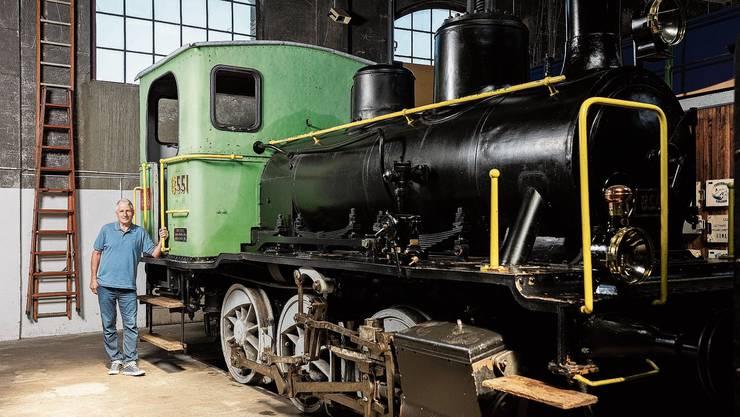 Seit zehn Jahren steht die Rangierlok E 3/3 8551 im Bahnpark Brugg. Nun will ihr Pascal Troller neues Leben einhauchen.