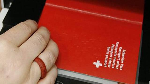 Biometrischer Pass gibt zu reden (Archiv)