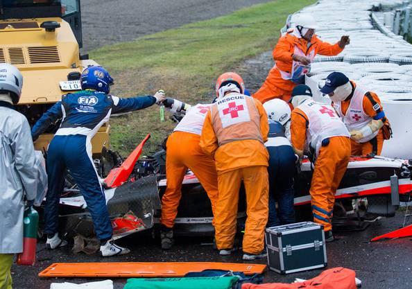 Jules Bianchi kracht unter den Bergungskran, der wegen eines Unfalls von Sutil ausrückte.
