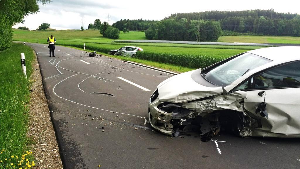 Bei der Frontalkollision wurden die beiden Fahrzeuglenkerinnen verletzt.