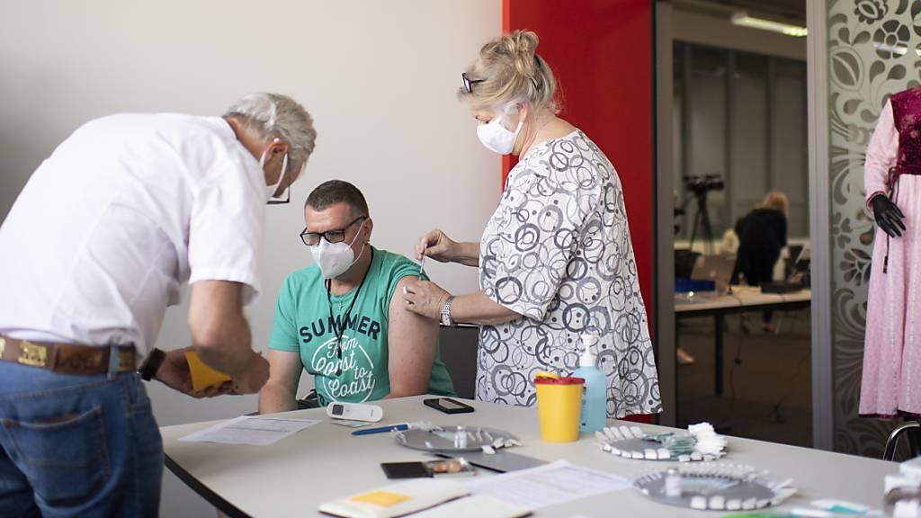 Impfen im Betrieb: Saurer-Chef geht mit gutem Beispiel voran