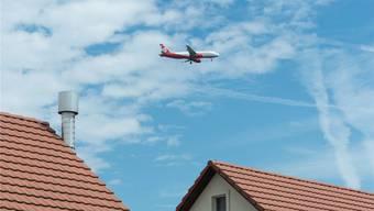 Seit Jahren kämpfen fünf Anrainerverbände gegen Fluglärm rund um den Euro-Airport – bisher mehrheitlich getrennt.