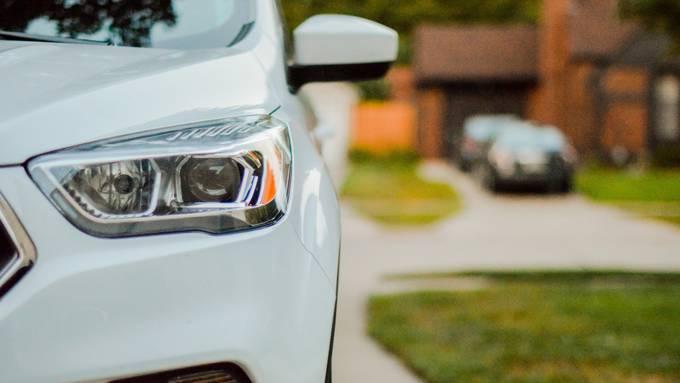 Trotz sinkenden Prämien lohnt sichs die Autoversicherungen zu vergleichen