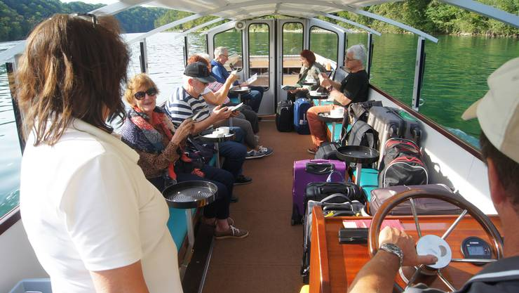 Entspannte Fahrt mit dem «Mändliboot» auf dem Rhein – Foto Christian Murer