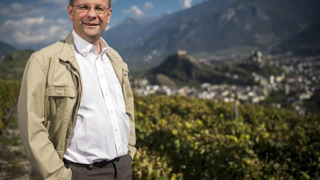 Dominique Giroud in den Weinbergen von Savièse VS. Die Affäre um den Walliser Weinhändler beschäftigt die Justiz seit Jahren. (Archivbild)