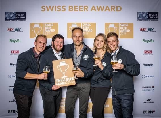 Das Team der Brauerei-Drei-Tannen freut sich über den Award