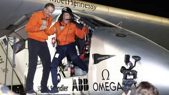 Der Schweizer Flieger Solar Impulse 2 ist am Dienstagmorgen am Zielort in Abu Dhabi gelandet.