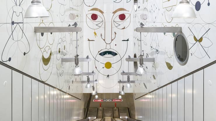 Yves Netzhammers «Gesichtsüberwachungsschnecke». Im Original zu sehen in der U1-Station «Altes Landgut» in Wien.