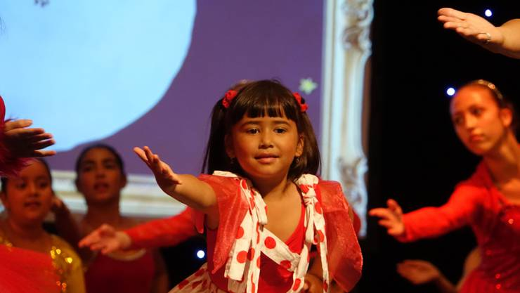Auch die jüngsten Tanzschülerinnen hatten auf der grossen Bühne ihre ersten Auftritte.
