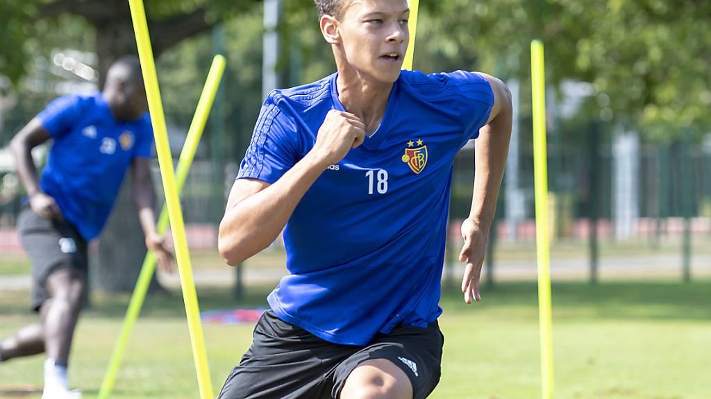 Julian von Moos verlängert den Vertrag mit Basel vorzeitig um zwei Jahre