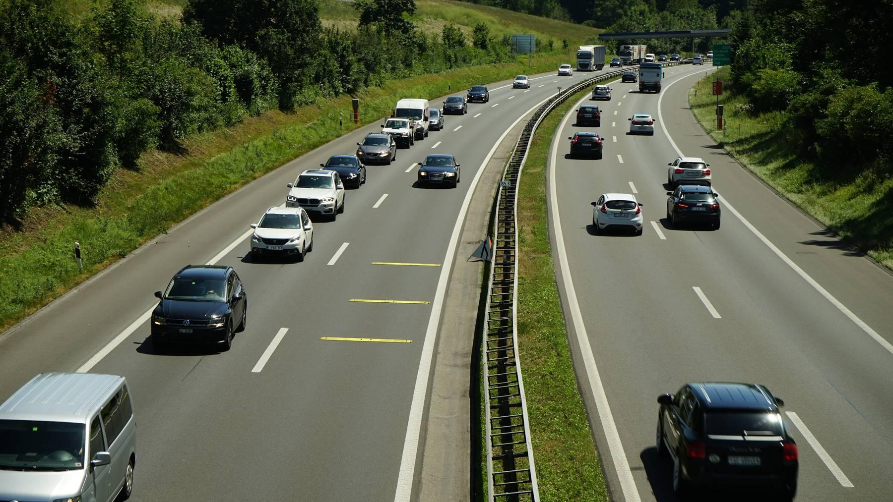 Parlament erlaubt Rechtsvorbeifahren auf Autobahnen