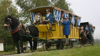 Die historische Pferdeeisenbahn mit dem rekonstruierten Ausflugswagen bei Kerschbaum in Oberösterreich.