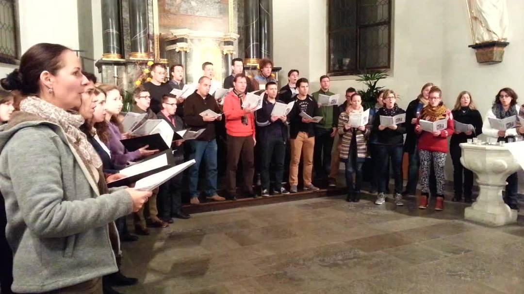 Probenbesuch in Kirchdorf: Der «Coro Sonoro» übt für sein Weihnachtsprogramm