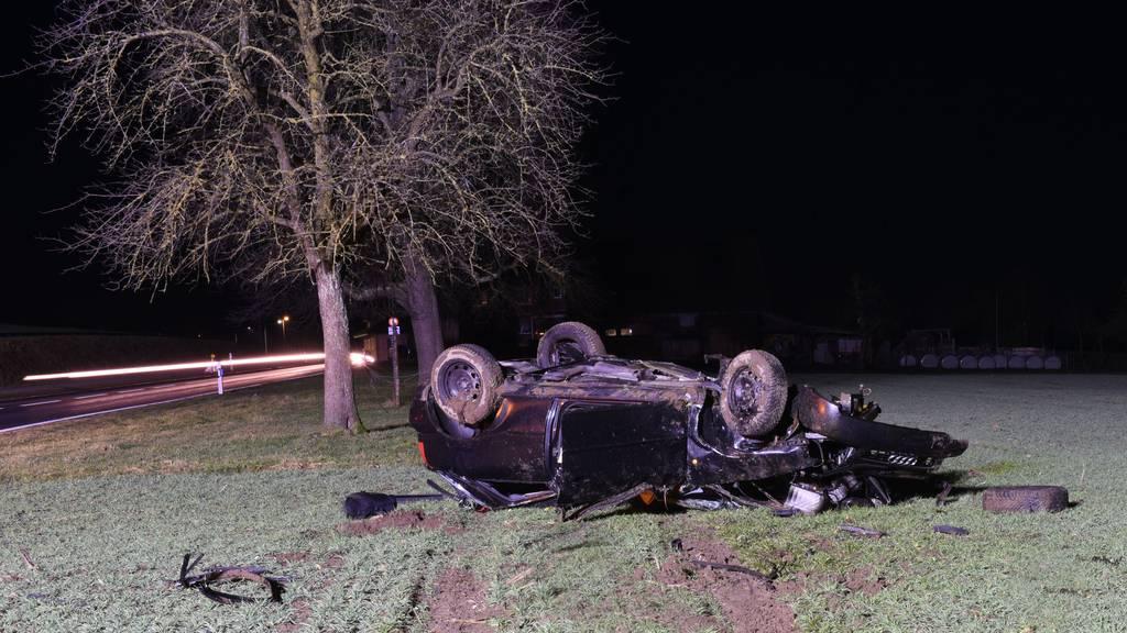 Auto überschlägt sich mehrfach – Beifahrer verletzt