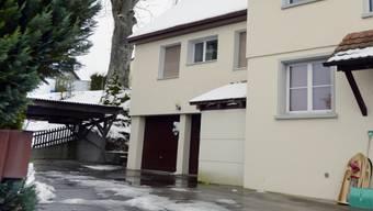 Das Tatort-Haus (linker Hausteil) in Flaach ZH (Archiv)
