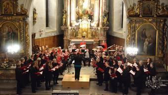 Der Musikverein Gretzenbach und der Gemischte Chor Schönenwerd bei ihrem ersten gemeinsamen Auftritt in der Kirche St. Peter und Paul in Gretzenbach.