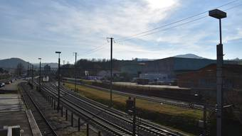 Der neue Busbahnhof soll dort entstehen, wo heute der Holzverlad ist (links im Bild).