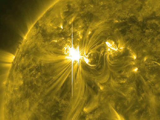 Starker Sonnensturm trifft auf die Erde