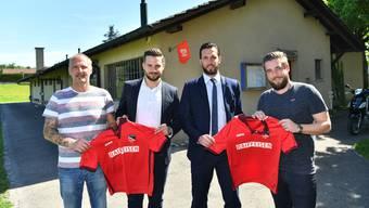 Von links: Trainer René Scherz, Luca Liloia, Michael Ludäscher und FCSN-Co-Präsident Joël Kleger.