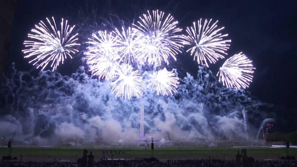 Spektakuläre Feuerwerksweltmeisterschaft in Berlin