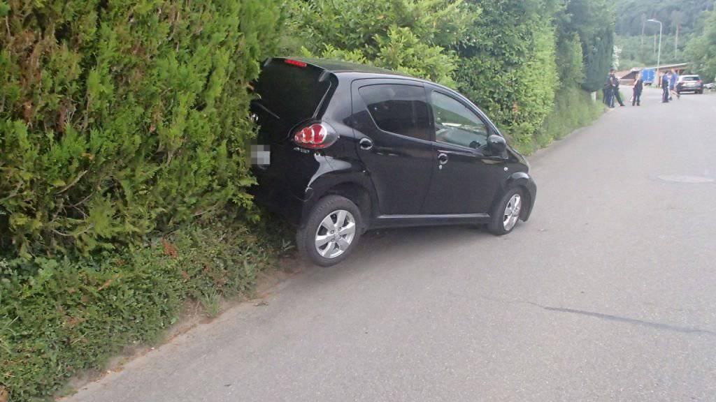 Das Fahrzeug geriet ins Rollen und erfasste einen vierjährigen Knaben.