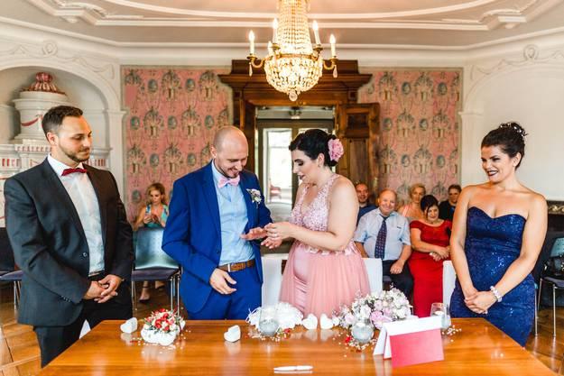Das Paar hat am 8.8.18 in Lenzburg zivil geheiratet ...