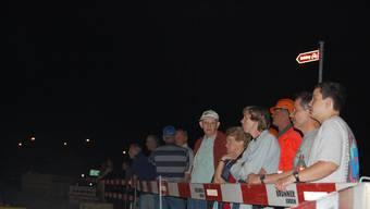 Viele an der Technik interessierte Schaulustige beobachten das Geschehen in der Zuschauerzone. (Florian Müller)