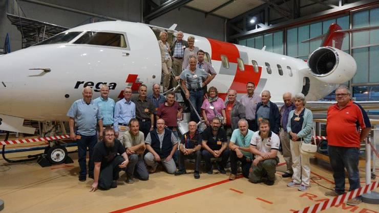 Gruppenfoto vor dem REGA-Jet