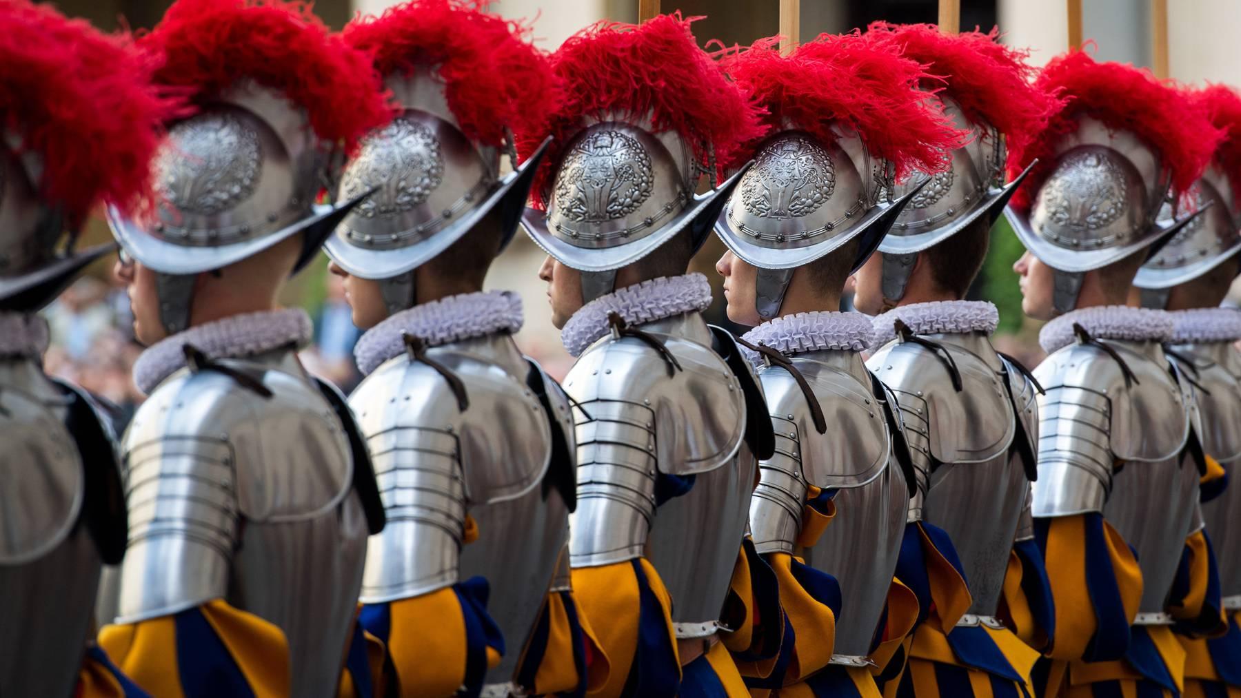 Die 38 neuen Gardisten leisteten ihren Eid gegenüber Papst Franziskus in diesem Jahr nur in engstem Rahmen.