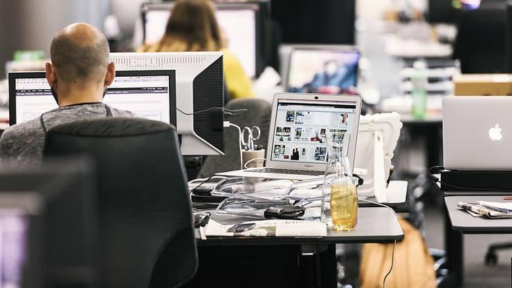 Am Schweizer Arbeitsmarkt sind Buchhalter und IT-Spezialisten in den im Juni publizierten Stellenausschreibungen besonders gefragt.(Symbolbild)