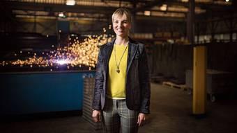 Die Thurgauer SVP-Politikerin und Nationalrätin Diana Gutjahr posiert an ihrem Arbeitsort bei der Ernst Fischer AG in Romanshorn.