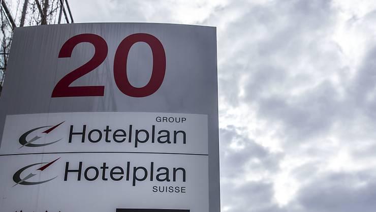 Firmen-Logos am Hauptsitz von Hotelplan in Glattbrugg: Beim Reiseveranstalter der Migros ist die Zahl der Türkei-Passagiere um 70 Prozent eingebrochen.
