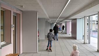 Asylsuchende im Bundesasylzentrum Zürich. Die Zahl der Asylgesuche ist im vergangenen Jahr weiter gesunken.  (Archivbild)
