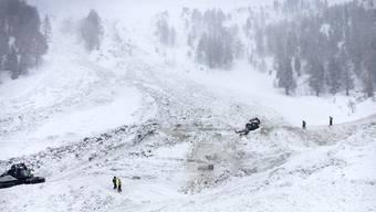 Nach dem Lawinenunglück im Wallis wurde am Dienstag ein drittes Todesopfer aus den Schneemassen geborgen. (Archivbild)