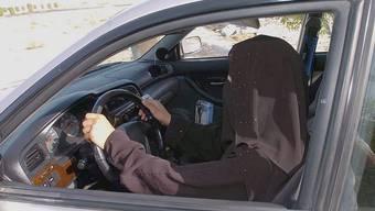 Riskiert eine Strafe: saudi-arabische Frau am Steuer (Symbolbild)