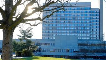 Das Bruderholzspital soll nun ans Fernwärmenetz der IWB angeschlossen werden.