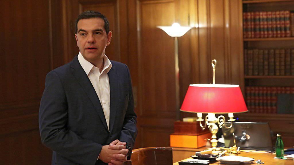 Der griechische Regierungschef Alexis Tsipras habe nicht die Mehrheit, um einen Kompromiss im Namensstreit zwischen Mazedonien und Griechenland zu unterzeichnen. Die konservative griechische Oppositionspartei Nea Dimokratia (ND) hat daher am Donnerstag ein Misstrauensvotum beantragt.