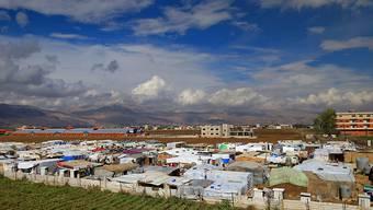 Blick auf ein Flüchtlingslager im Libanon: Zehntausende Menschen aus Syrer flüchten vor Angriffen auf ihre Häuser. (Symbolbild)