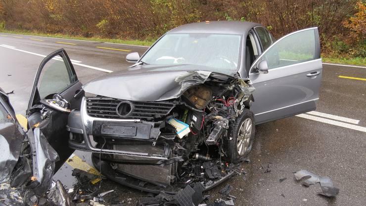 Der demolierte VW zeugt von der Wucht der Kollision.