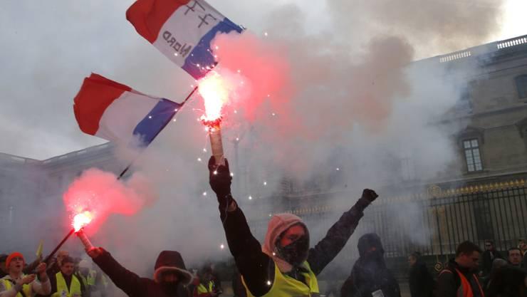 """Bisher skeptisch gegenüber Gewerkschaften: """"Gelbwesten"""" am Protesttag der Gewerkschaft CGT gegen die """"soziale Not"""" in Paris."""