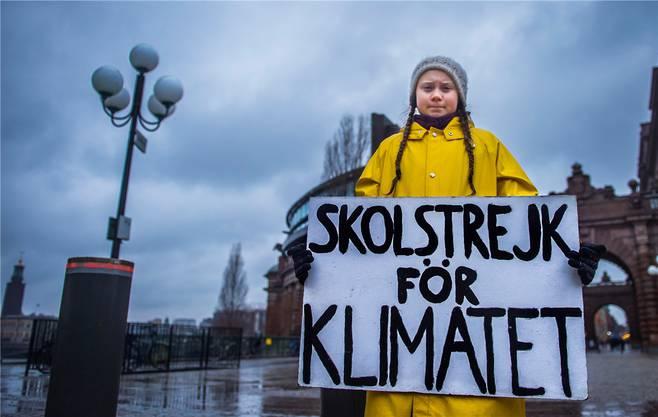 Greta Thunberg kämpft gegen den Klimawandel. Das Bild zeigt sie vor dem schwedischen Parlament in Stockholm am 30. November 2018.