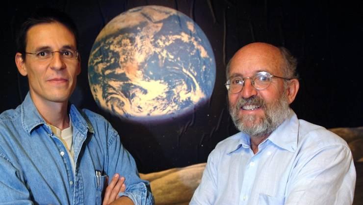 Didier Queloz und Michel Mayor entdeckten 1995 den ersten Exoplaneten bei einem sonnenähnlichen Stern. Seither wurden über 4000 Planeten bei fernen Sternen nachgewiesen. Die Exoplanetenforschung zeigt aber auch, wie einzigartig die Erde ist.