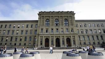 An der ETH Zürich und der ETH Lausanne steigen die Studiengebühren um jährlich 500 Franken.
