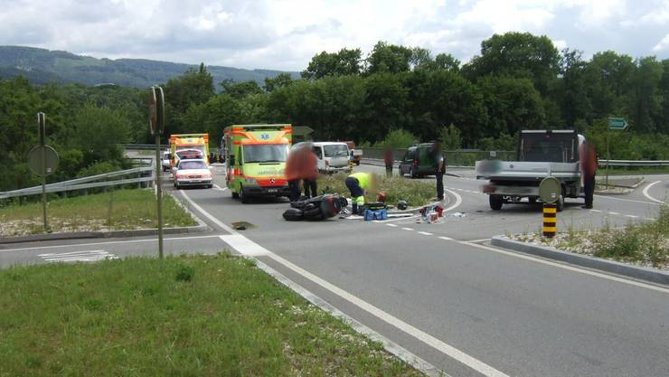 Der Rollerfahrer und der Lenker des Lieferwagens wurden verletzt. (Foto: Polizei BL)