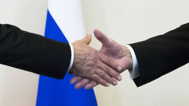 Wiedergeburt des Autoritarismus: Handschlag zwischen Wladimir Putin und Recep Tayyip Erdogan. Foto: Alexander Zemlianichenko/Keystone