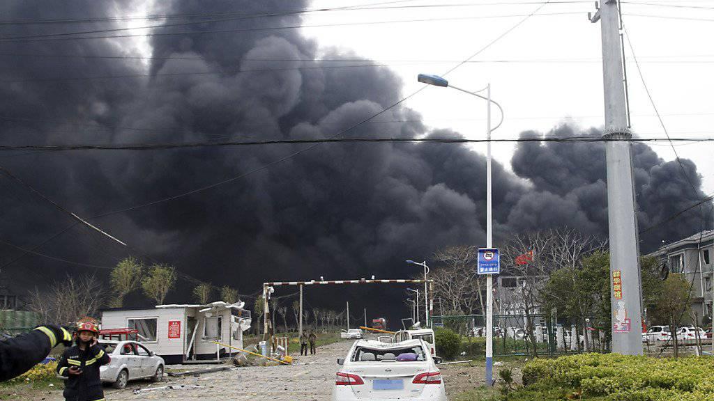 Nach der Explosion in einer chinesischen Chemiefabrik  in Yancheng ist die Zahl der Toten in der Nacht auf Freitag auf 47 Personen gestiegen.