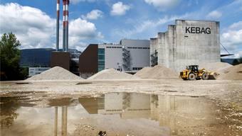 Wo heute der Kies aus der Emme zum Abtropfen gelagert wird, soll bis 2025 eine neue Kehrichtverbrennungsanlage entstehen.