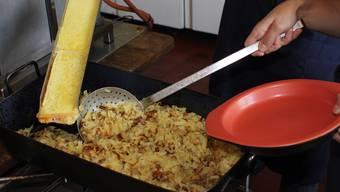 Die 500 Kilo gesponserten Kartoffeln fanden in Form von Rösti reissenden Absatz im Kapuzinerkloster.
