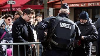 In Paris wird man zurzeit überall kontrolliert. (Archiv)