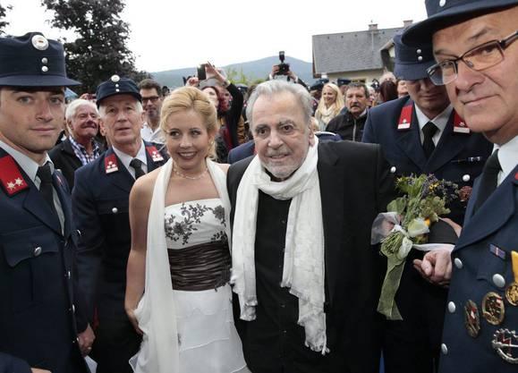 Maximilian Schell und seine Iva bahnen sich einen Weg durch die Menge